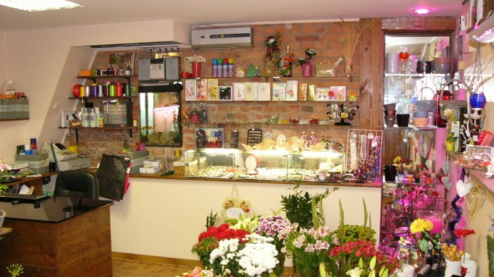 Urgent sale of newly installed flower Salon