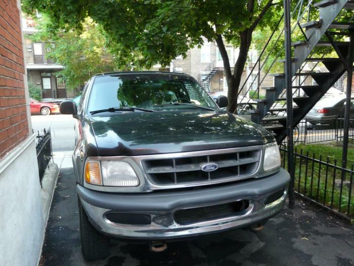 sell 4x4 Ford f-150 xl black