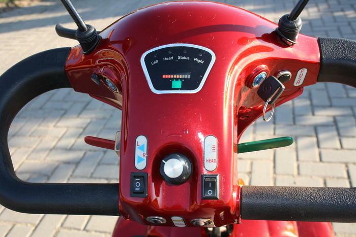"""4-ių ratų elektrinis skuteris """"Sport"""" J80FL"""