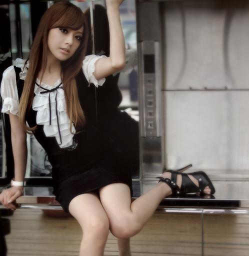 Klasikinė juoda suknelė su šifono raukiniais XS-S dydis