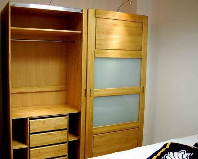 Miegamojo bei svetainės baldai iš medienos masyvo