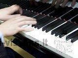 Mokau groti pianinu