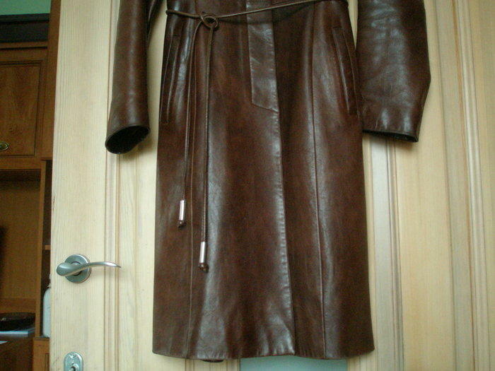 Moteriškas odinis BISON paltas, 500 Lt.