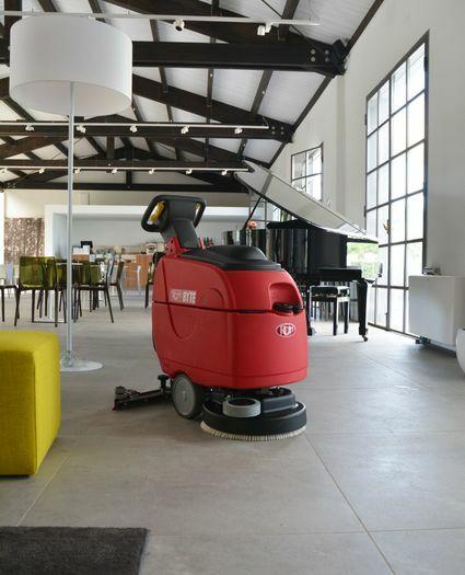 Naudota elektrinė grindų plovimo mašina BYTE I (Italija)