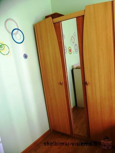 Naudota spinta su veidrodziu