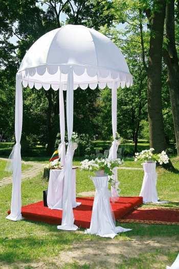 Nuomuojamas Vestuviu Kupolas isvaziuojamai ceremonijai