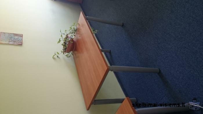 Parduodami biuro stalai