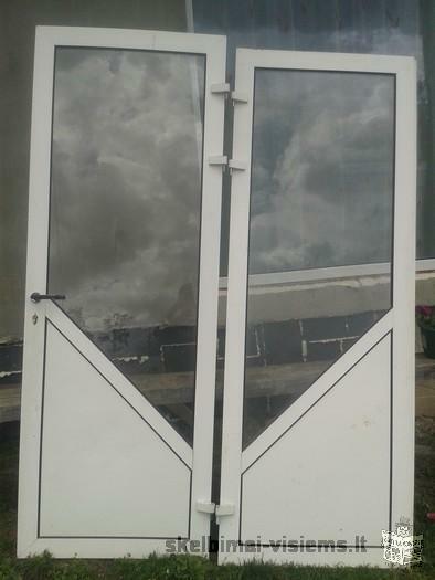Parduodami langai durys