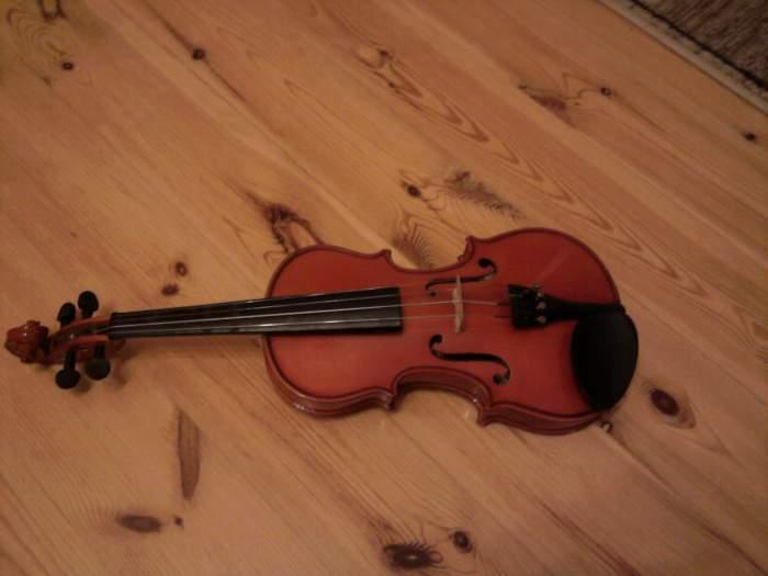 Parduodu du smuikus.