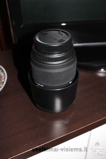 Pentax fotoaparatas su objektyvu (18-55mm) + macro objektyvas (sigma 70-300 mm)