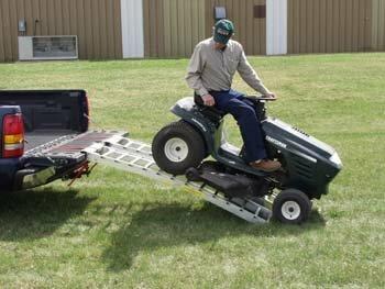 Sodo traktoriukai-žoliapjovės