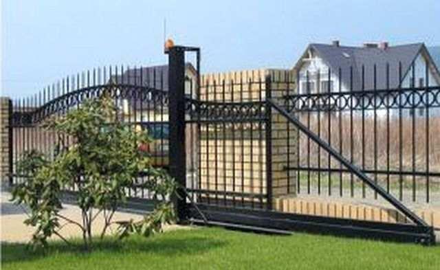 Vartai, varteliai, tvoros, aptvėrimo sistemos