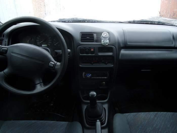 mazda 323f 2.0 L, 1998m