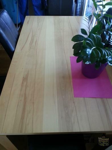 nenaudotas valgomojo stalas