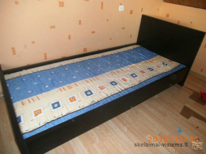 viengule lova